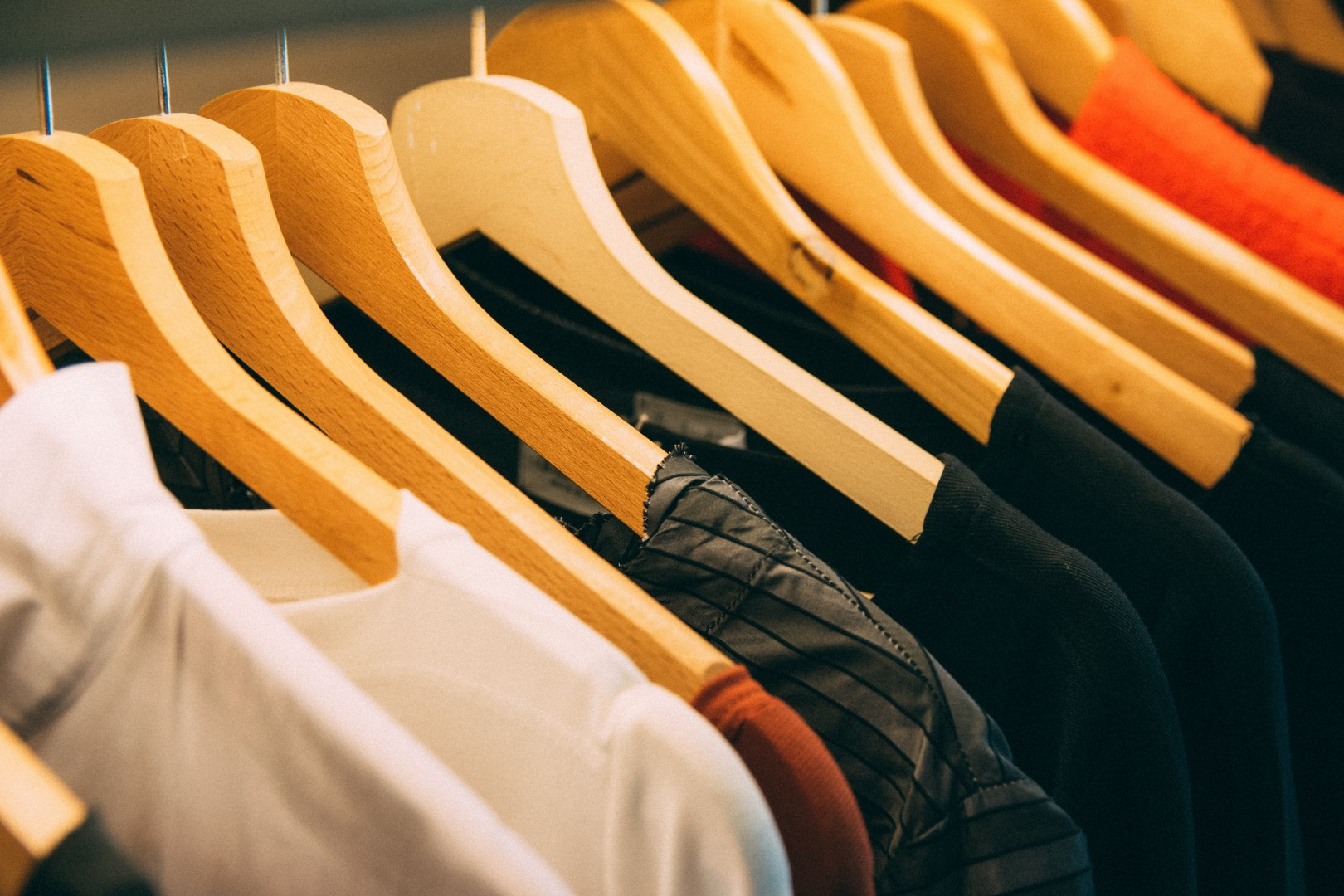 Clothing Stores & Gift Shops